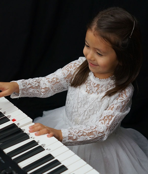 cute girl playing easy kids piano lessons