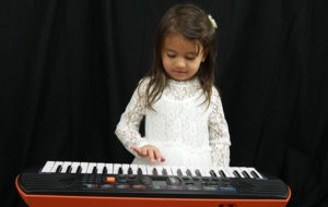 easy kids piano lessons girl playing
