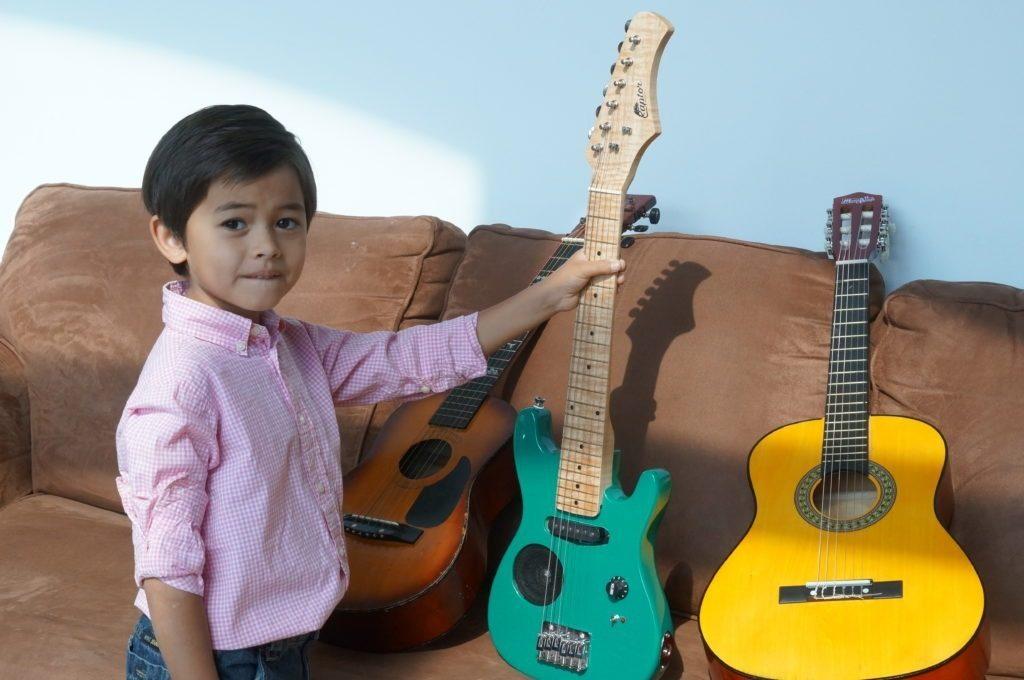 online guitar lessons for kids beginner guitar songs for kids. Black Bedroom Furniture Sets. Home Design Ideas